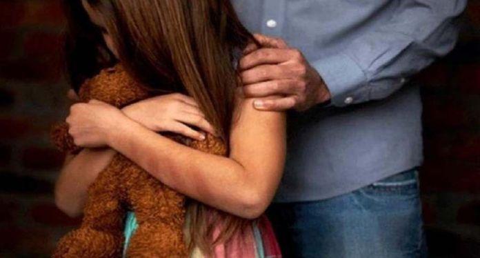 Familiares entregan a las autoridades hombre acusado de violar y embarazar menor de nueve años