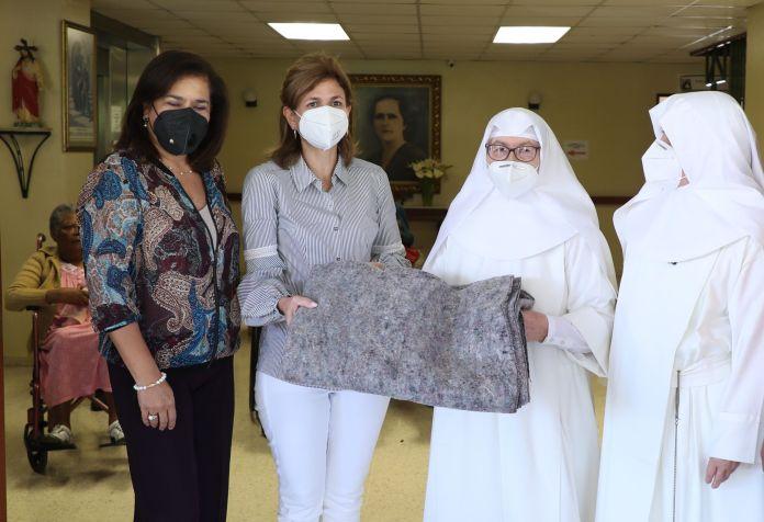 Vicepresidenta Raquel Peña lleva afiliación a centro geriátrico en Jarabacoa