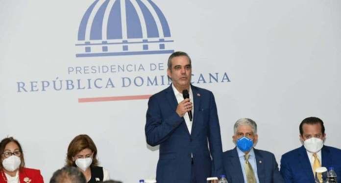 Abinader: No estamos alejando a China; se construirá un monorriel en Santiago