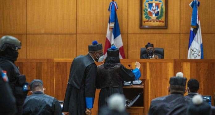 A la 1:00 de madrugada, juez Alejandro Varga aplazó para hoy conocimiento de medidas