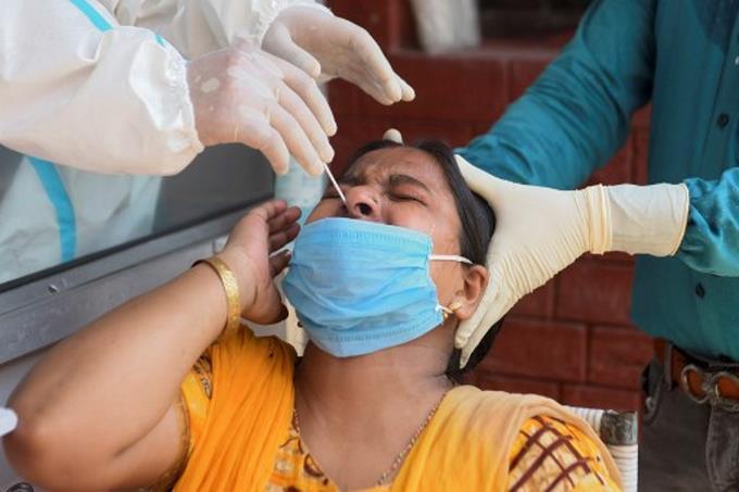 1,135 nuevos contagios y seis muertes en las últimas 24 horas