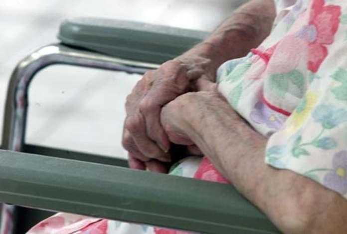 NY: Proyecto ley busca aumentar a US$22 la hora quienes cuidan envejecientes. Fuente xterna.