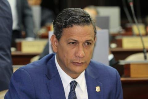 Renuncia de cargo viceministro de Salud Pública y director de Gabinete