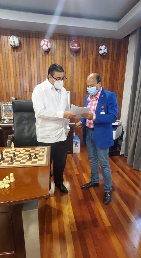Ing. Francisco Camacho ministro de Deportesy Braulio Ramírez, director ejecutivo de la FDA