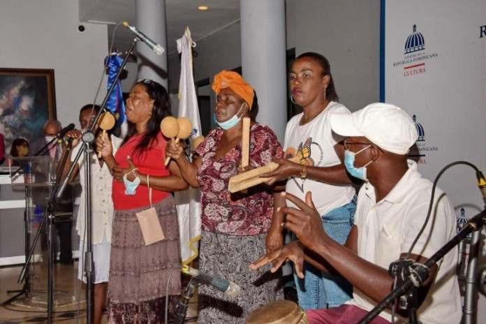 Los Congos de Villa Mella ofrecen su primera presentación artística en el Ministerio de Cultura