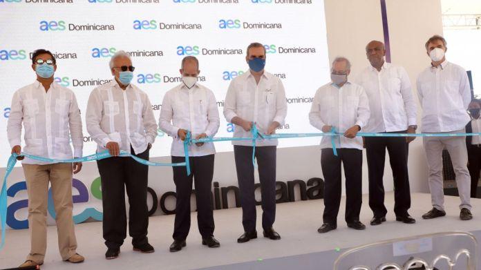 Abinader inaugura primera operación 100% renovable del Grupo AES en RD