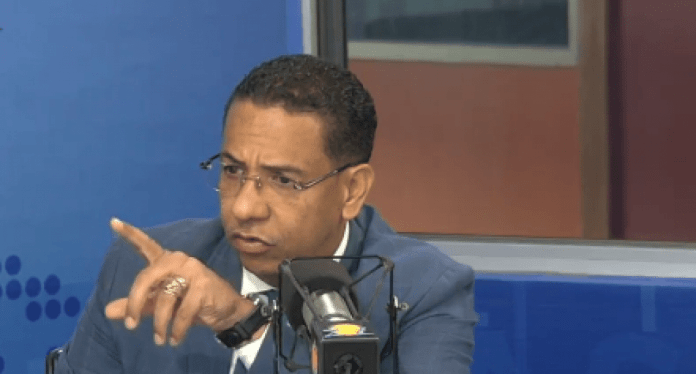 Leonel juramenta al periodista Pedro Jiménez