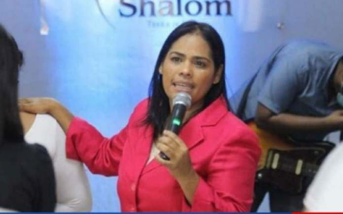 La pastora Rossy Guzmán posee un drink, según el MP