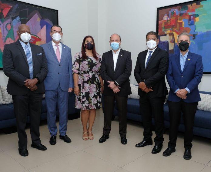 Johnny Ventura, David Collado, Yenny Lovera, Román Caamaño Vélez, Juan Manuel Martín de Olivo, José María Reyes y Luis José Chávez.
