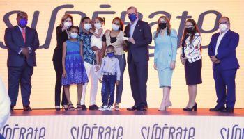 Presidente Abinader da inicio al programa social Supérate