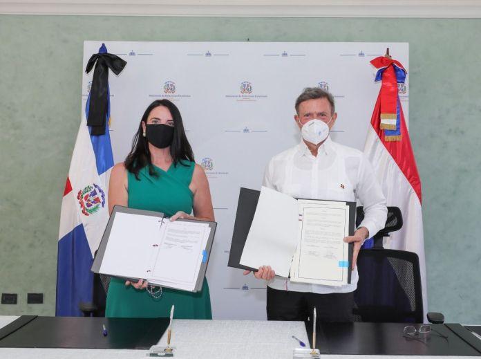 RD firma acuerdo en el que delimita frontera marítima con el Reino de los Países Bajos
