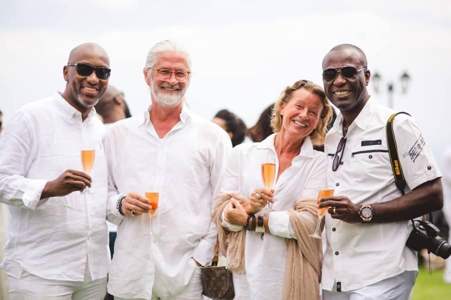 Fuente imagen facebook: Donald Frank van der Horn van den Bos (segundo desde la izquierda) y su esposa Marion en la fiesta de bodas de NJ Ayuk en 2016, otro asociado de Gabriel Mbega Obiang Lima.
