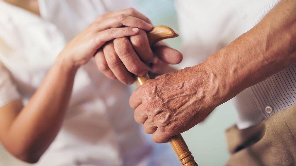 El cuidado al adulto mayor con más retos por la Covid-19