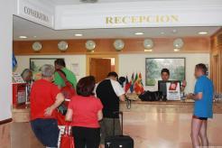 TURISTAS RECEPCION HOTEL
