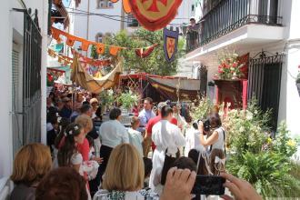 AMBIENTE EN UN ALTAR EN CALLE CANALEJAS ENTRE MERCADILLO TRES CULTURAS 16