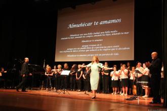APLAUSOS PARA ESMERALDA JIMENEZ AL FINAL DEL ACTO 16