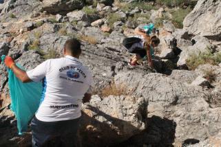 VOLUNTARIOS DURANTE LAS TAREAS DE LIMPIEZA PIEDRAS DE PESCA EN PUNTA DE LA MONA 16 (2)