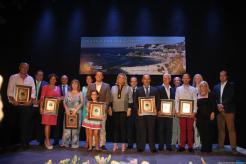 galardonados-y-autoridades-premios-turismo-almunecar-2016