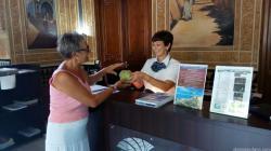 reparto-fruta-tropical-en-la-oficina-turismo-almunecar-16-1