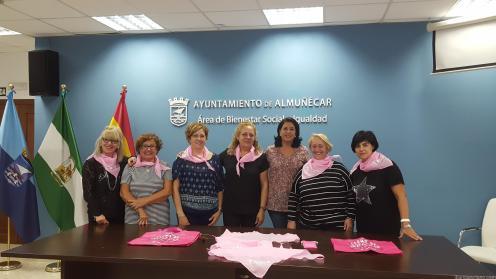 acto-presentacion-actividades-con-motivo-dle-dia-del-cancer-de-mama-en-almunecar-16