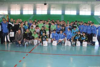 equipos-participantes-junto-a-organizacion-y-autoridades-posaron-tras-entrega-de-trofeos-16