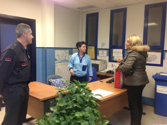alcaldesa-visito-trabajadores-de-guardia-centro-salud-almunecar-16