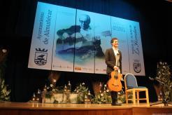 EL GUITARRISTA CUBANO JOSUE FONSECA AGRADECE LOS APLAUSOS AL FINALIZAR LA ACTUACIÓN 17