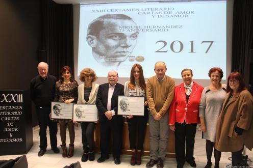 GALARDONADAS JUNTO A EDIL Y MIEMBROS JURADO CERTAMEN CARTAS AMOR Y DESAMOR ALMUÑECAR 2017