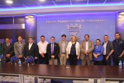 ALCALDESA D E ALMUÑECAR Y ALCALDE DE CHURRIANA JUNTO A EDILES DE EL SALVADOR 17
