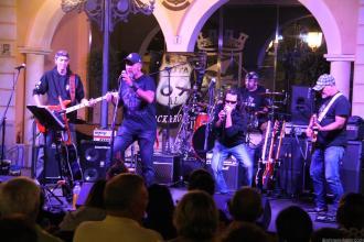 Actuación en Almuñecar de la Banda almeriense Ruta 69