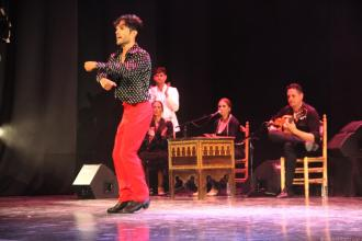 Agustin Barajas con un intenso zapateado sobre el escenario de Casa Cultural Almuñécar 17