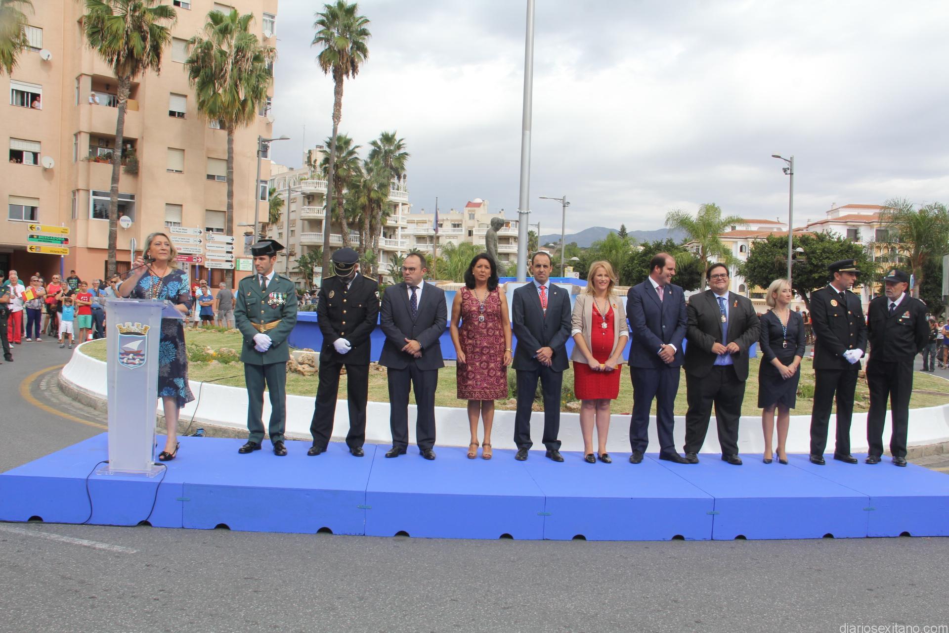 ALCALDESA ALMUÑECAR Y MIEMBROS EQUIPO GOBIERNO LECTURA MANIFIESTO