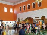 LLEGADA DE TURISTAS AL HOTEL PLAYACALIDA DE ALMUÑECAR HOY