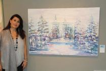Laura junto a una de sus obras expuestas en Almuñécar 17