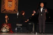 La pianistaJulia Martín y el tenorRafael Lara acompañaron el pregón con su participación al