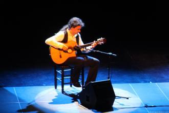 EL GUITARRISTA GUILLERMO FERNANDEZ ACOMPAÑO A MANUEL GALIANA EN EL RECITAL EN ALMUÑECAR 18