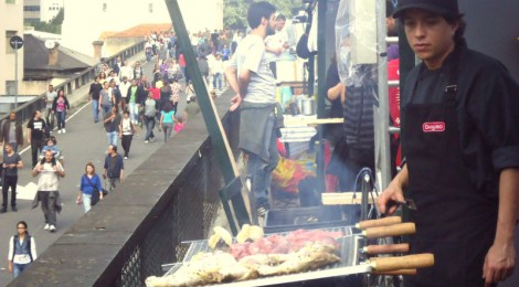 Choripan no Minhocão – um domingo de sol, multidão e chefes na rua
