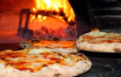 Pizza mozzarella a las brasas