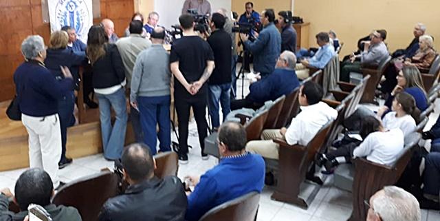 Vista general de la conferencia de `prensa en el local de la Asociación Comercial de Rivera