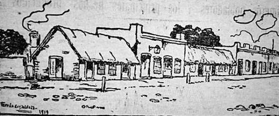Dibujo que recrea la calle Uruguay entre Sarandí y Lavalleja, costado Sur. Las casas son: Panadería de Castell, tienda de Silvestre Lacaze, comercio de Bernardo González, tienda de Publio Sañudo, ranchos de doña Tránsito Lezcano y tienda de Francisco Ferrer.