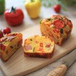 夏野菜たっぷり「ホシノ酵母のケークサレ」とヨーグルトゼリー