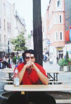 Ketika ini Husam belum pakai baju petak-petak merah. Merenung jauh mengenangkan nasib rakyat Kelantan - Starsguard.