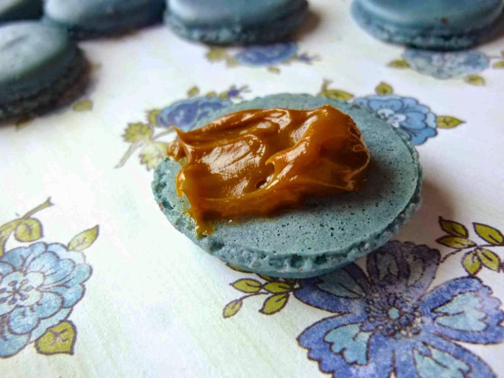 Macaron Monday: Blueberry French Macarons with Dulce de
