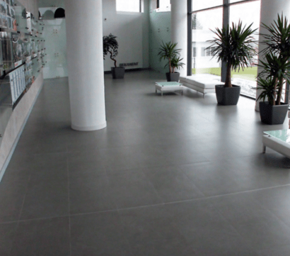 Cement-effect porcelain tiles from Alhambra