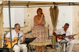 We Are Replay three piece band at cocktail hour in Chateau de Puyrigaud