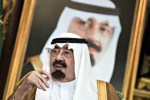 Mbreti saudit Abdullah para një takimi me Sekretarin Amerikan të Shtetit Kerry në Pallatin Mbretëror në Xheda.