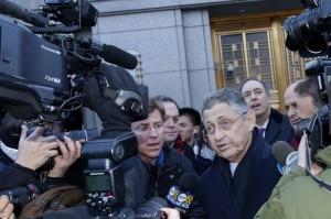 Kryetari i Asamblesë së Nju Jorkut Sheldon Silver del nga gjykata federale në Nju Jork më 22 janar 2015. REUTERS/Shannon Stapleton
