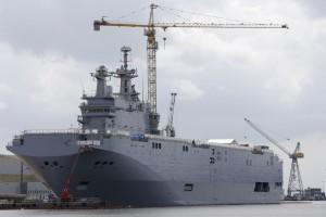 Helikoptermbajtësja e klasit Mistral me emrin Vladivostok është fotografuar në kantierin detar të Francës ku po ndërtohet më 24 prill 2014. REUTERS/Stephane Mahe