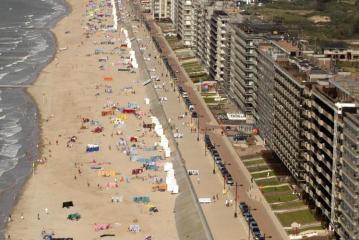 Des vacances à la Côte belge cet été à cause du coronavirus, malgré les masques? «Dans ma commune, je garantis 36m² de place à chaque touriste»