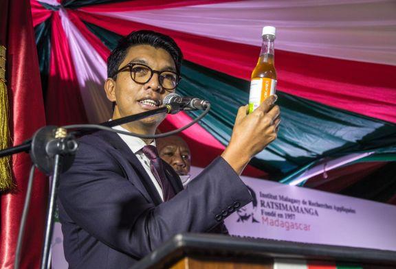 Madagascar : «Le problème c'est que cela vient d'Afrique»: le Président malgache prend la défense du breuvage anti-Сovid-19